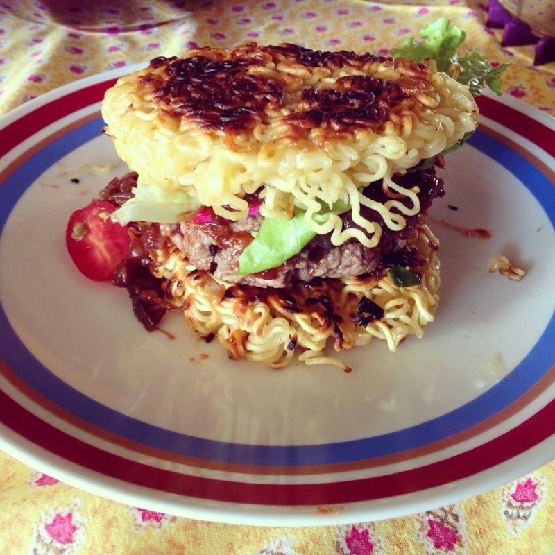 Ramen Burger, ou Sanduíche de Miojo para os íntimos.