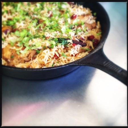 frango com arroz de cardamomo e canela jerusalém
