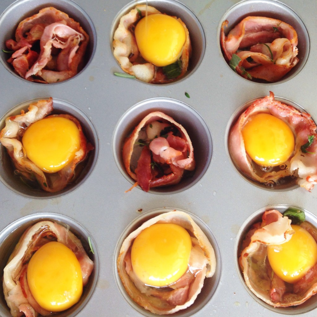 ovos com bacon na panela de muffin 2