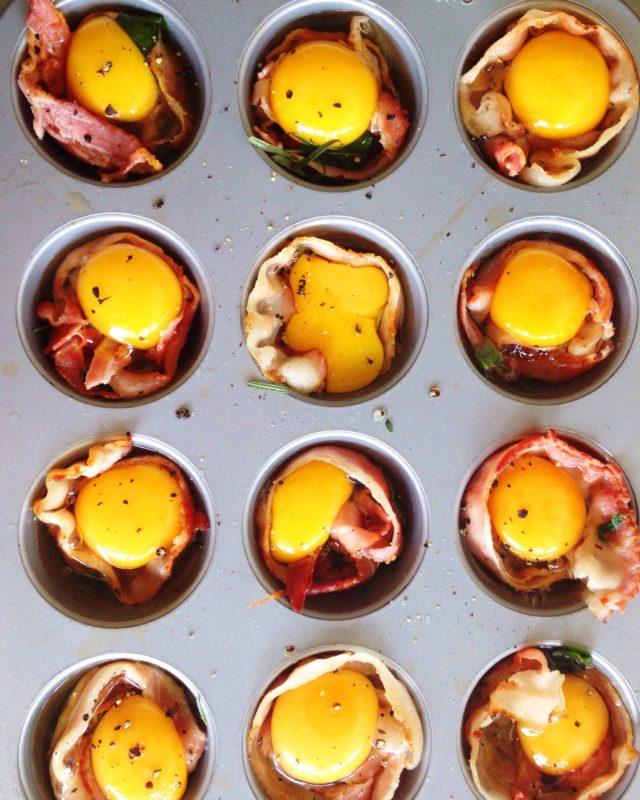 ovos com bacon na panela de muffin 4