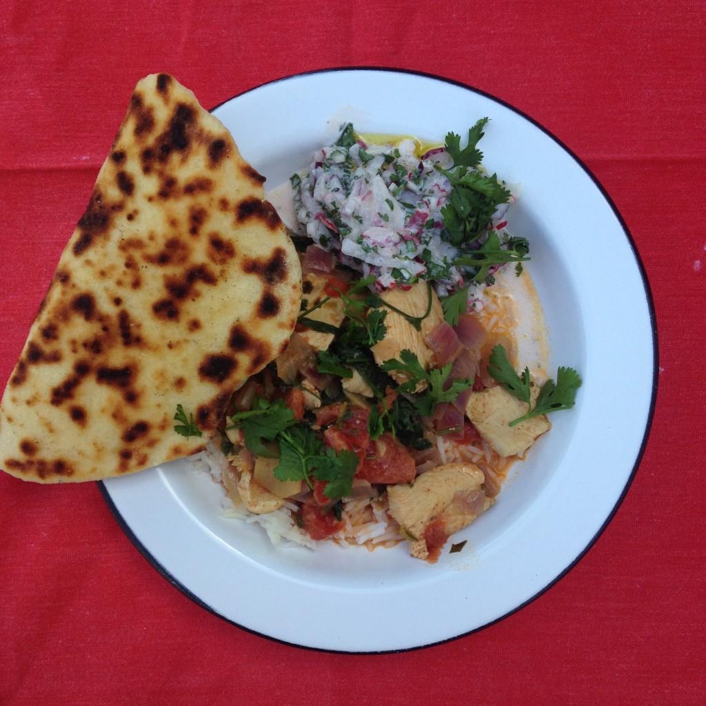 naan + raita de rabanete + tikka massal de frango <3
