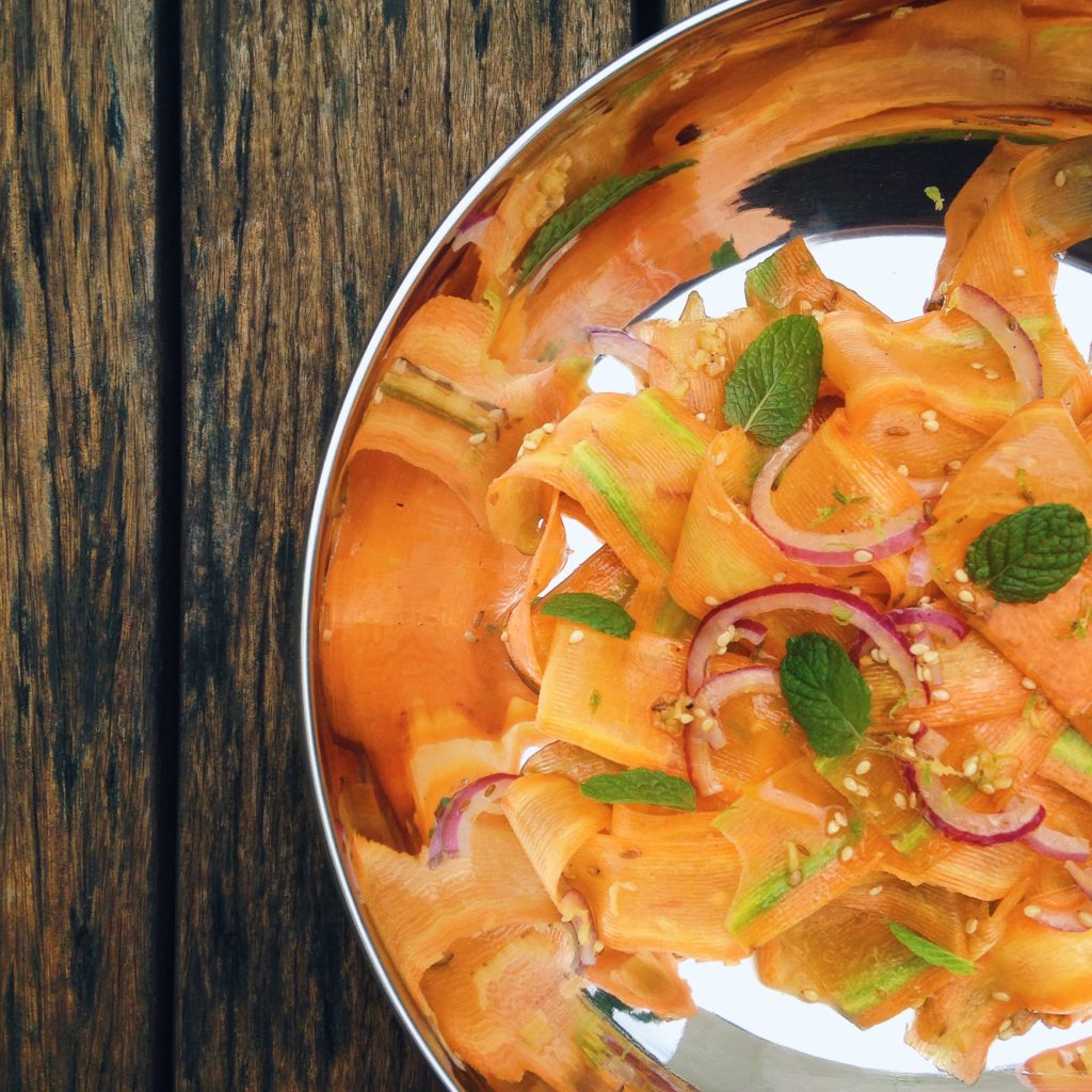 Salada de cenoura crocante vibe Índia