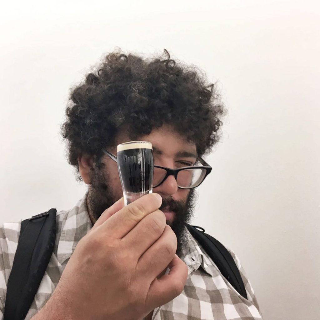 mini guinness para aprender a degustar na fábrica (depois a gente ganha uma grande, eles não são tão muquiranas assim) foto Marcelo Cardoso