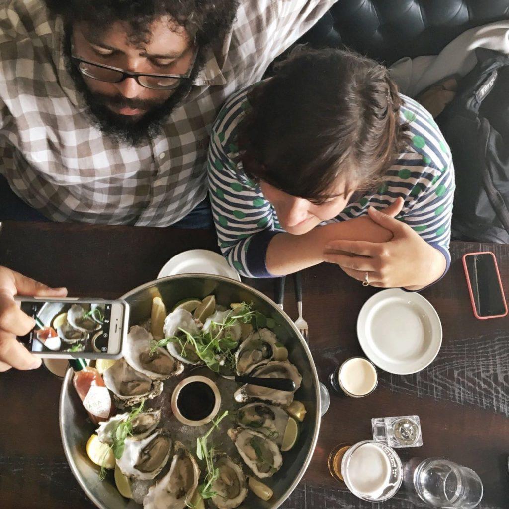 eles são bons de ostras! e quem diria, fica delícia com guinness. a eterna guinness. foto Marcelo Cardoso