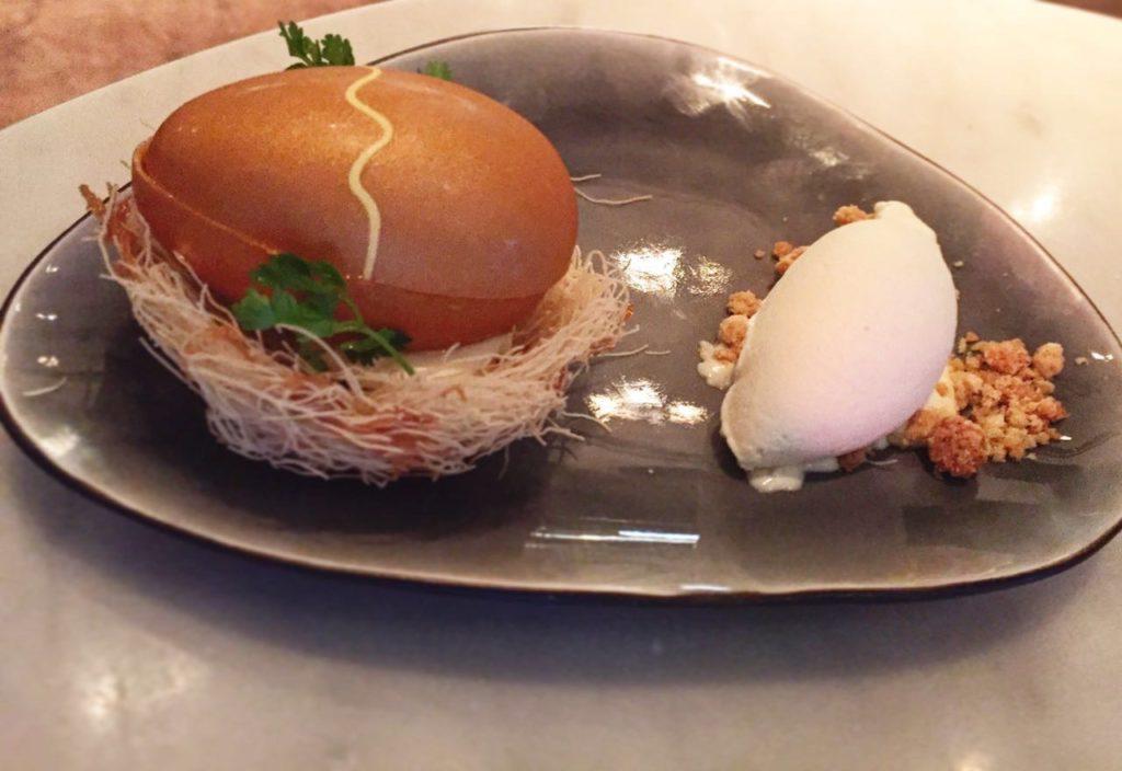 essa surpresa de ovo é uma ótima pedida de sobremesa no Ron Gastrobar