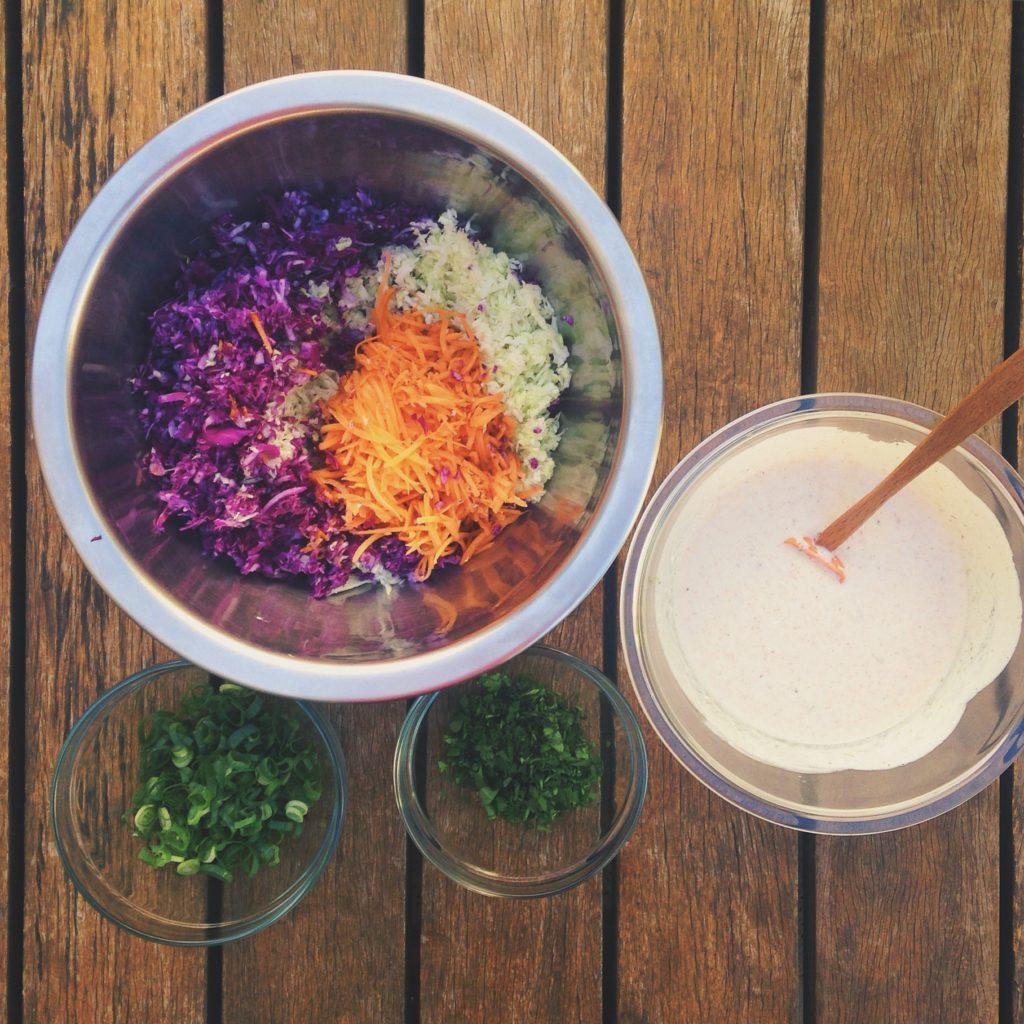 coleslaw ou salada de repolho com molho de iogurte mega delícia