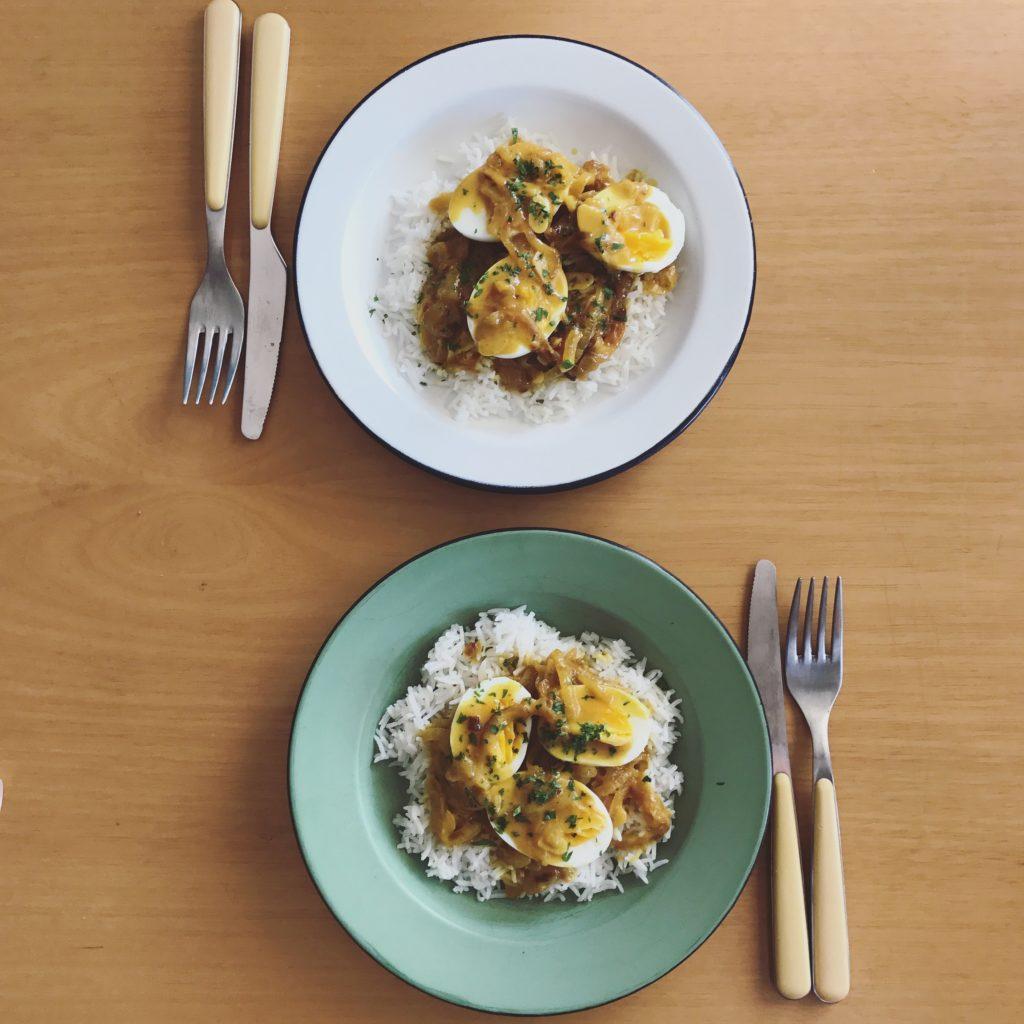 curry de ovos para sair do lugar comum no dia a dia