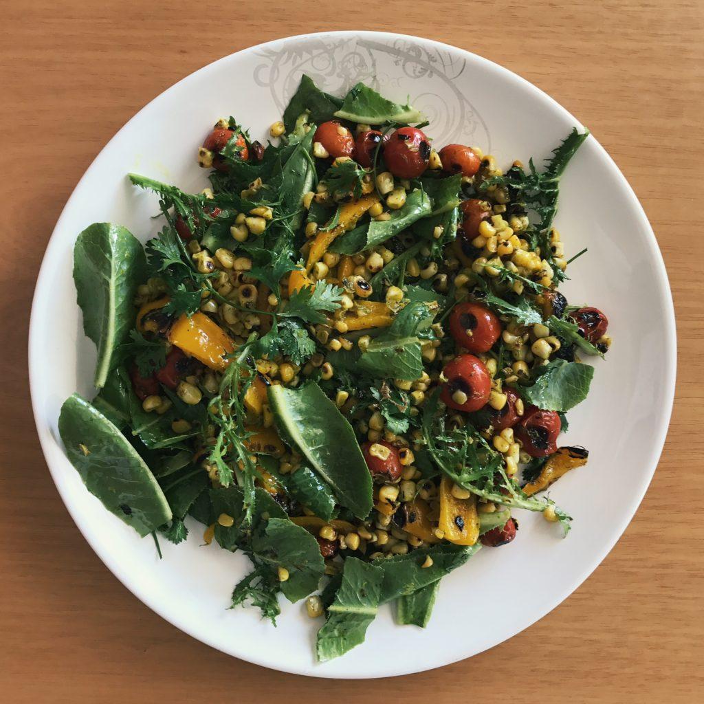 salada estáile com molho aromático de cúrcuma