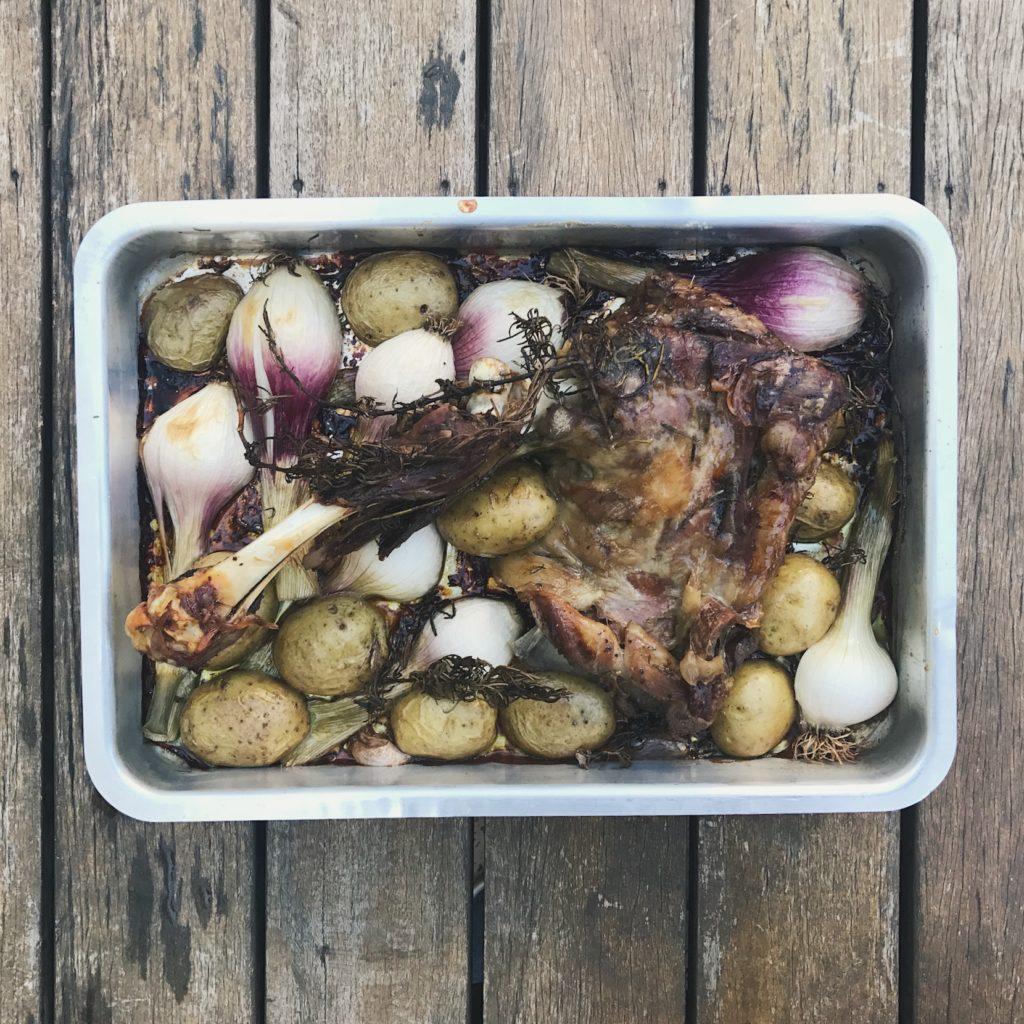 paleta de carneiro assada com alecrim e alho