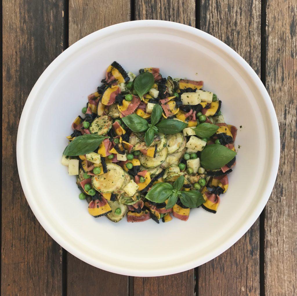 salada de macarrão com abobrinha