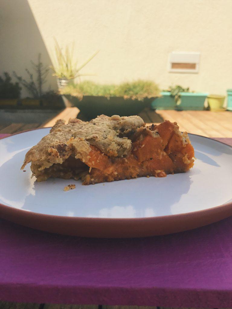 uma torta rústica de abóbora na barriguda