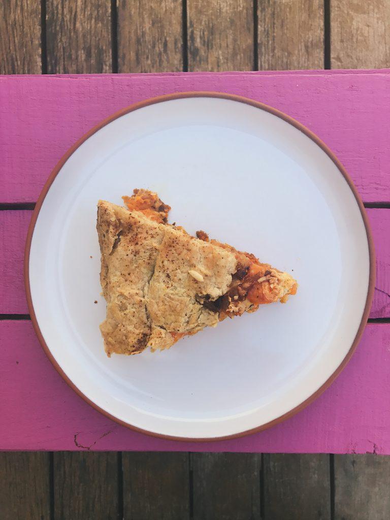 torta de abóbora com cebola caramelizada