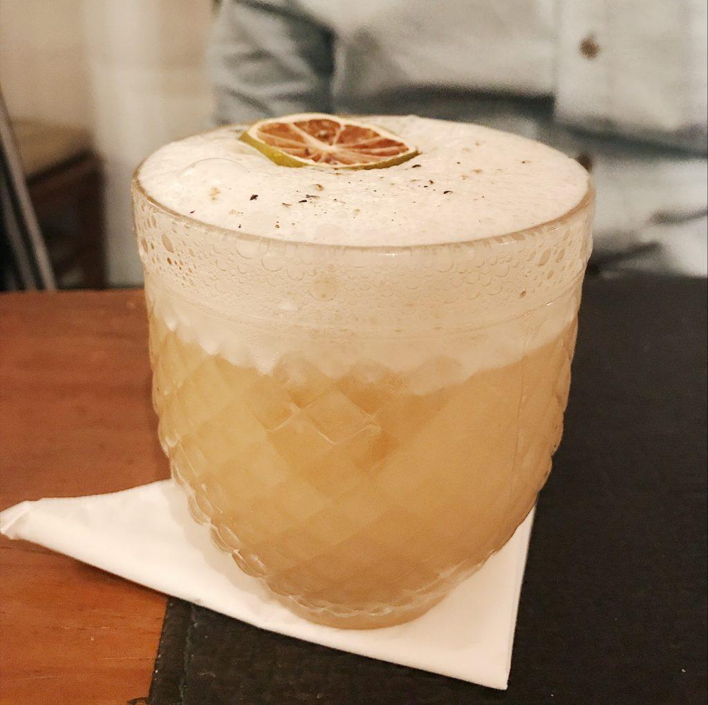 soldado medeiros drink maravilha com espuma de gengibre do bar do jiquitaia