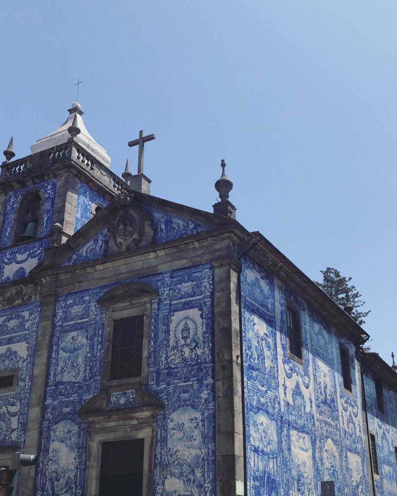 igreja de azulejos porto