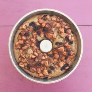 bolo integral de maçã com especiarias e amoras