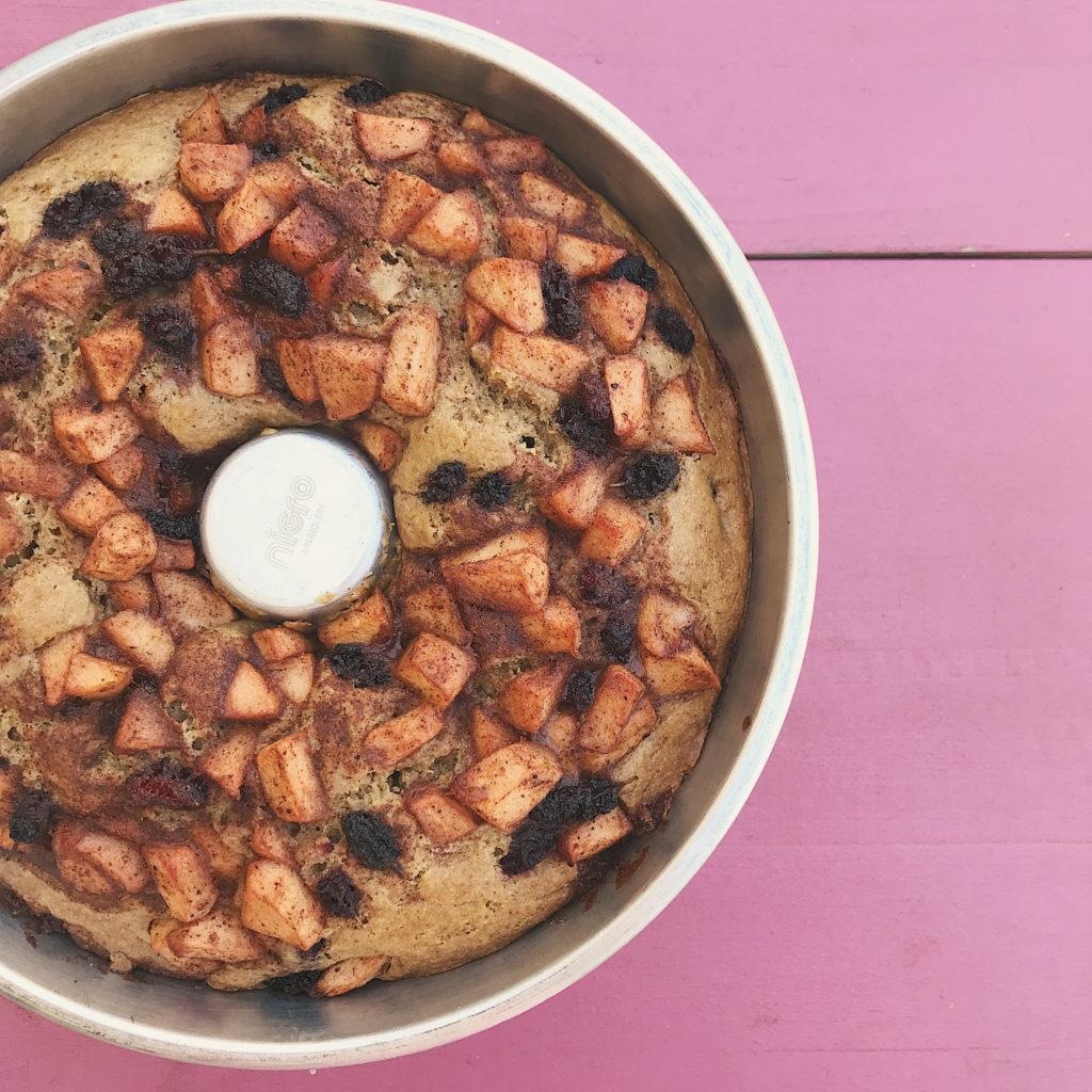 bolo integral de maçã com especiarias mil e amoras que é só alegria
