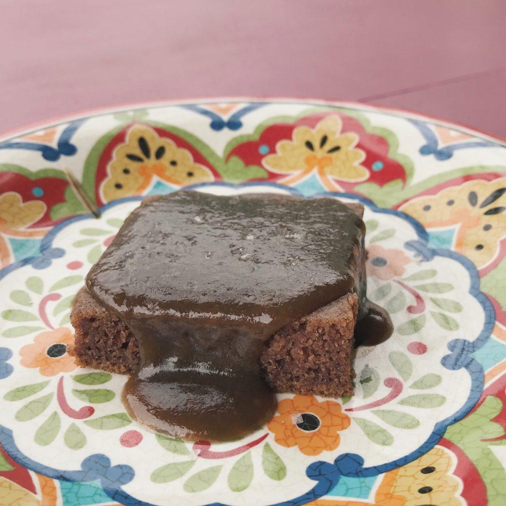 bolo de tâmara com calda toffee mega maravilhoso!