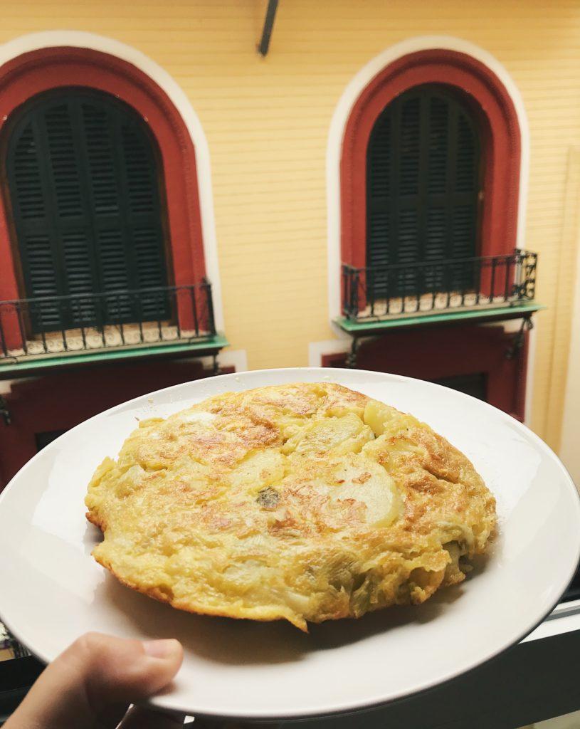 Por aí em Granada comendo tortilha de batata