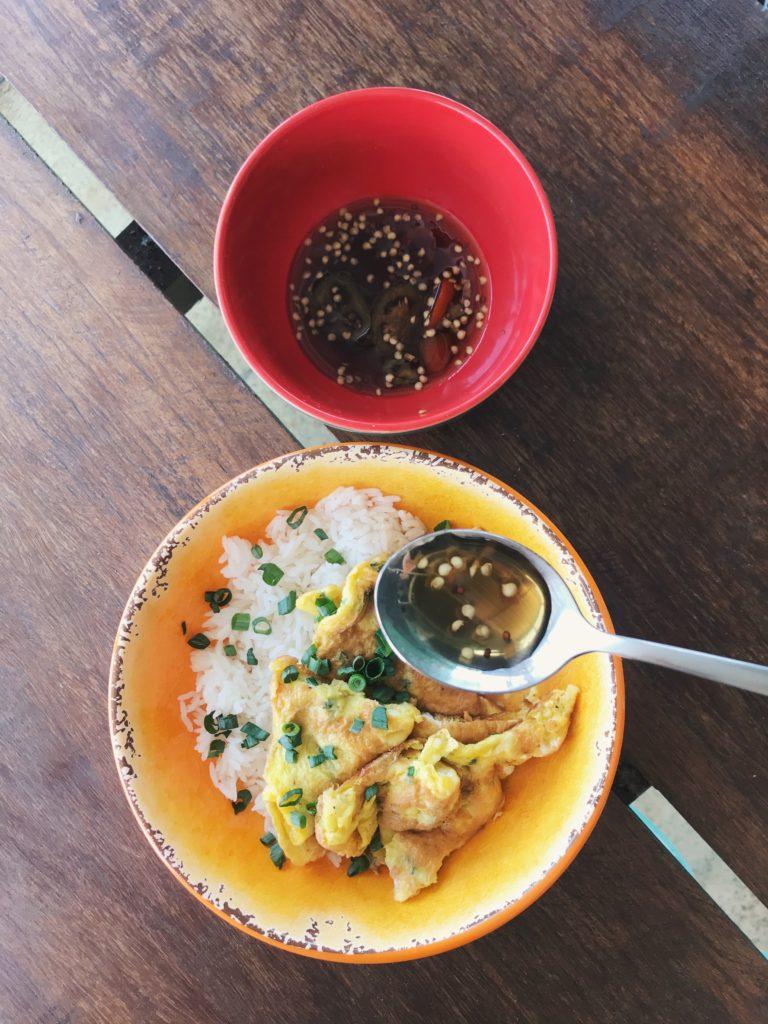 khai jiao, um omeletinho thai só alegria